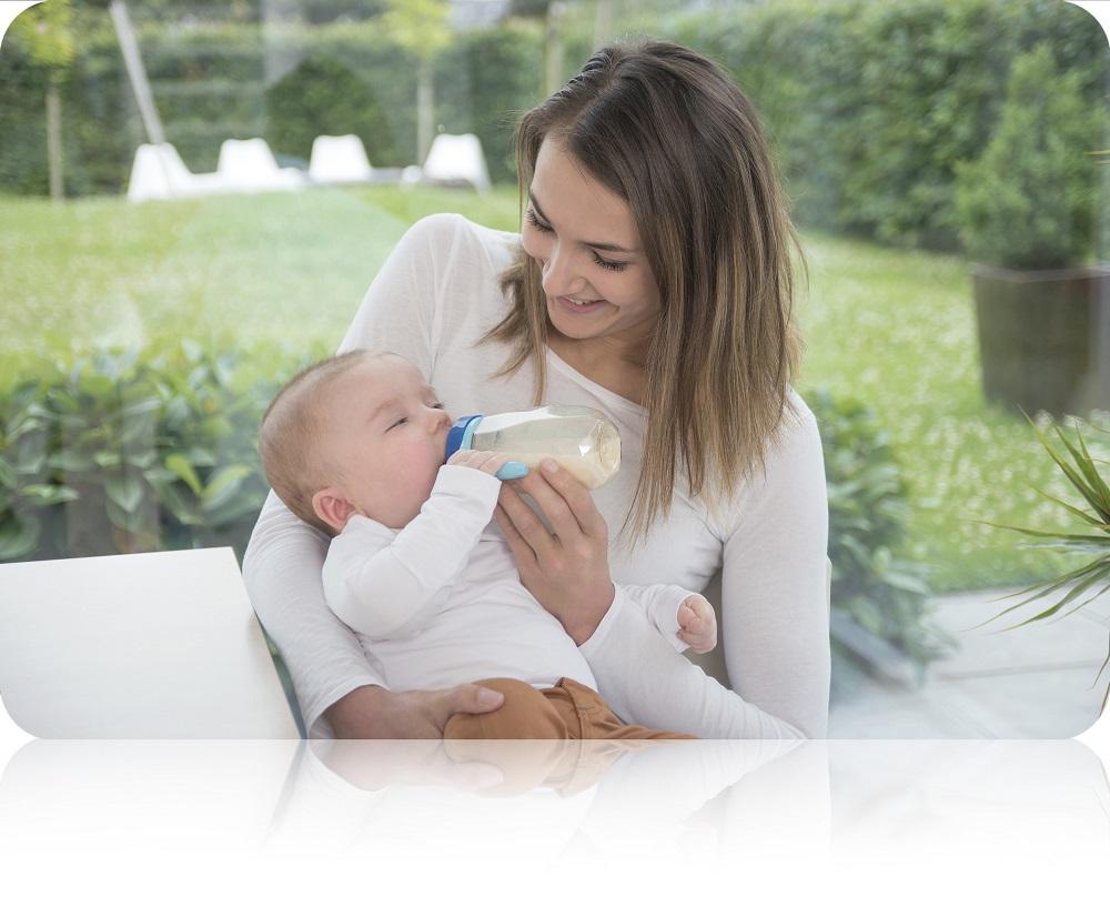 Sự phát triển của trẻ sơ sinh qua từng tháng từ 0 đến 12 tháng tuổi