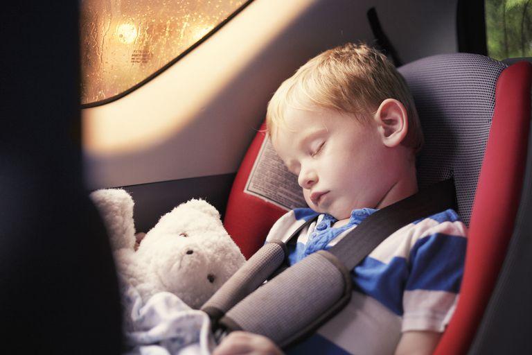 Những kỹ năng trẻ cần được dạy nếu bị mắc kẹt trong ôtô